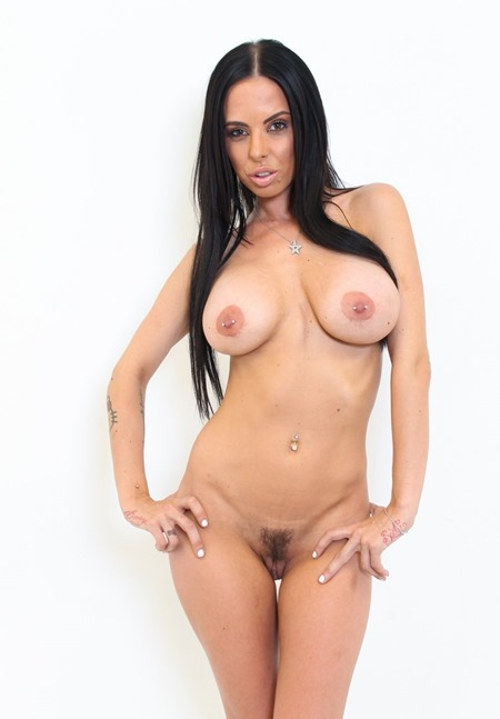 immoral-live-sexy-brunnete