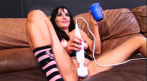 immoral live playing with her sex toy